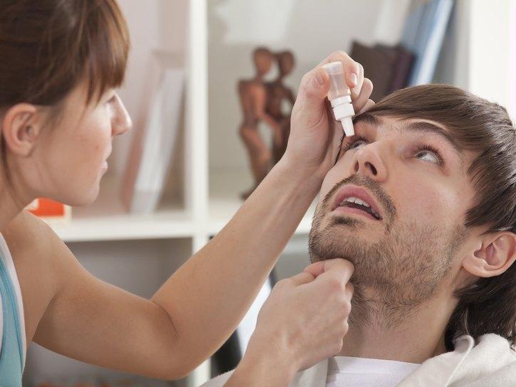 Ушиб глаза: что делать при отеке и первая помощь при травме роговицы у ребенка, как убрать синяк и чем его лечить в домашних условиях