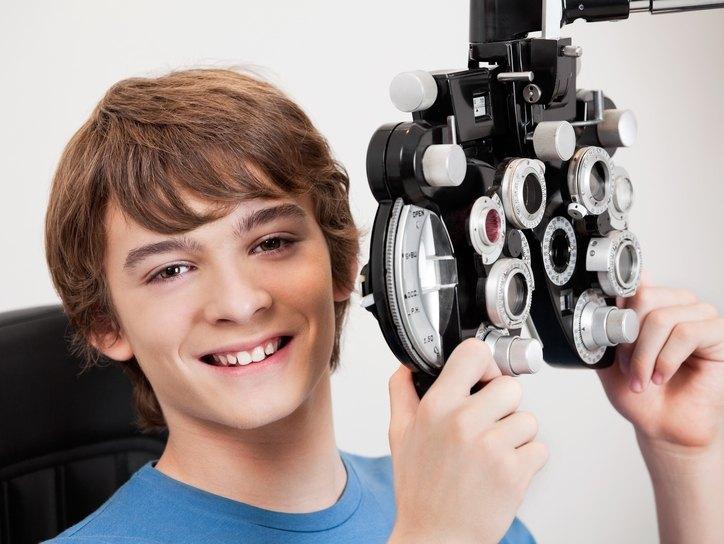 Как восстановить зрение при близорукости у подростка