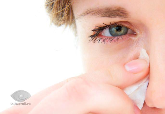 слезотечение - боль в уголке глаза