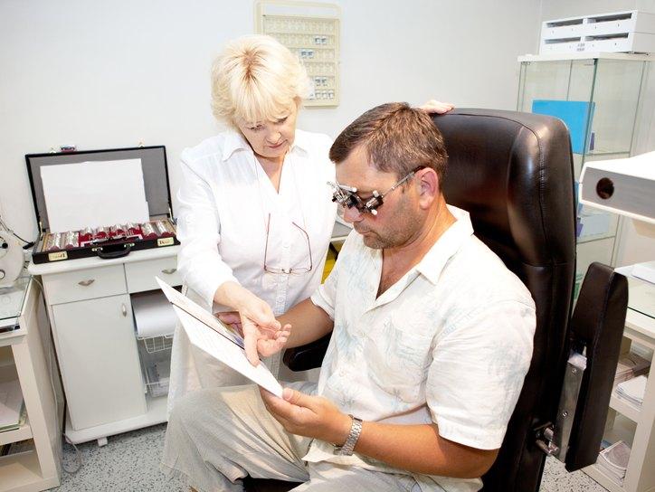 Можно ли делать лазерную коррекцию зрения при кормлении грудью