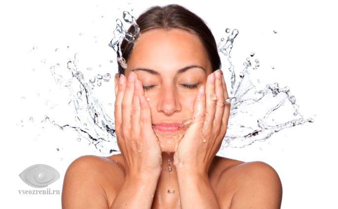 промывание глаз водой